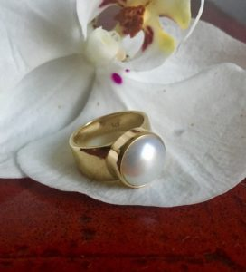 9K Gold wide band Pearl ring