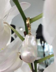 Large Baroque Pearl enhancer