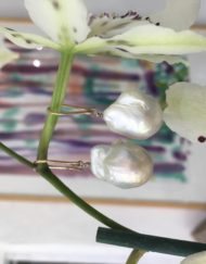 Baroque Pearl earrings 9ct